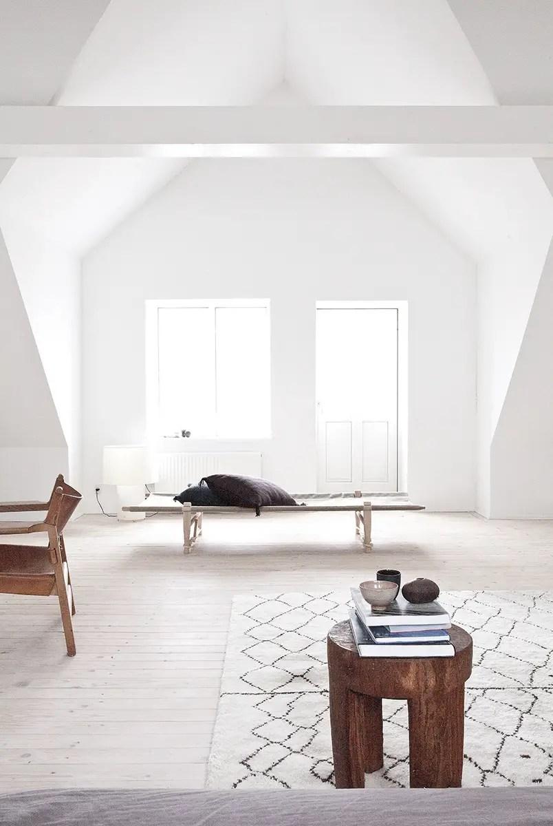 une maison blanche et grise au danemark planete deco a homes world. Black Bedroom Furniture Sets. Home Design Ideas