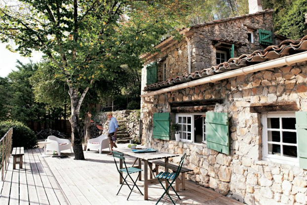 Une maison blanche en provence planete deco a homes world for Renovating a barn into a house