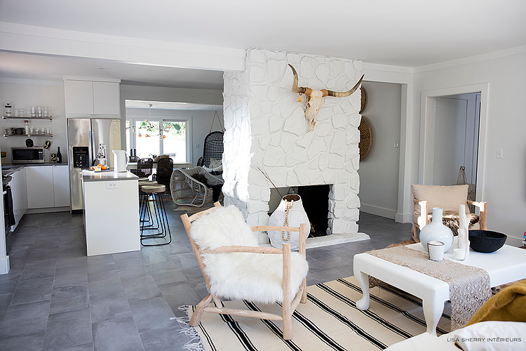 A sober and ethnic chic design took place in all the rooms playing on natural tones white and pretty details