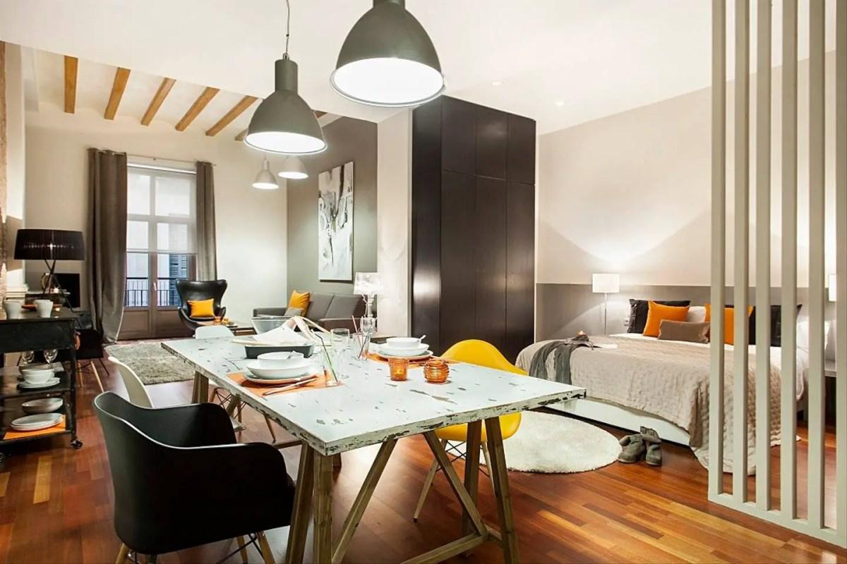 un mini loft entre tradition et modernit planete deco a homes world. Black Bedroom Furniture Sets. Home Design Ideas
