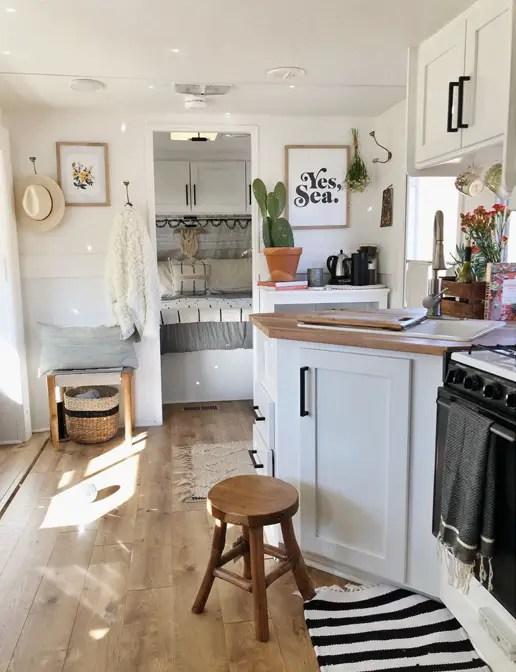 Mini casas decorar una caravana para cinco decorar mi casa - Decoracion interior caravanas ...
