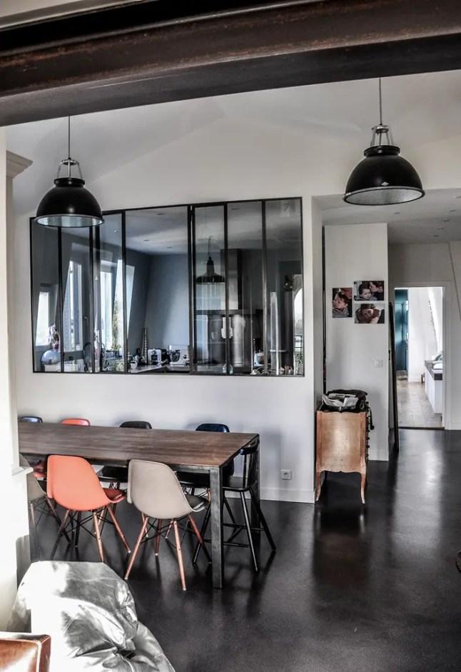 un appartement avec vue sur la tour eiffel planete deco a homes world. Black Bedroom Furniture Sets. Home Design Ideas