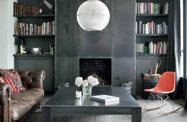 Un design acier pour une maison classique planete deco a for Maison classique deco