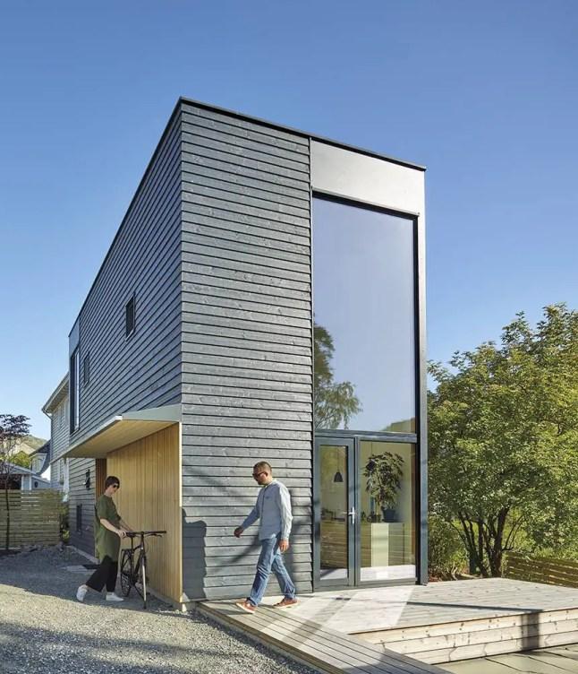 Une maison étroite et haute en Norvège