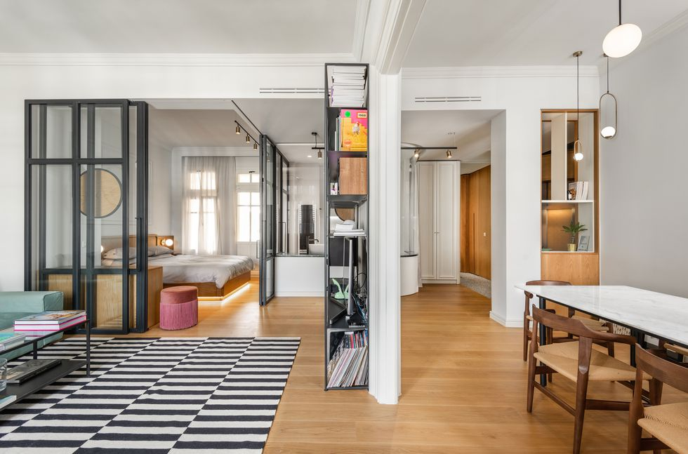 Des cloisons intérieures vitrées pour un appartement transparent