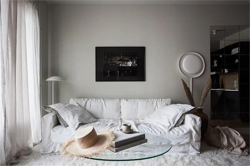 Une décoration à la simplicité luxueuse pour un petit appartement