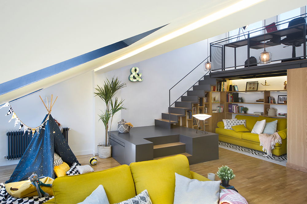L'agrandissement d'une maison comme un loft en hauteur