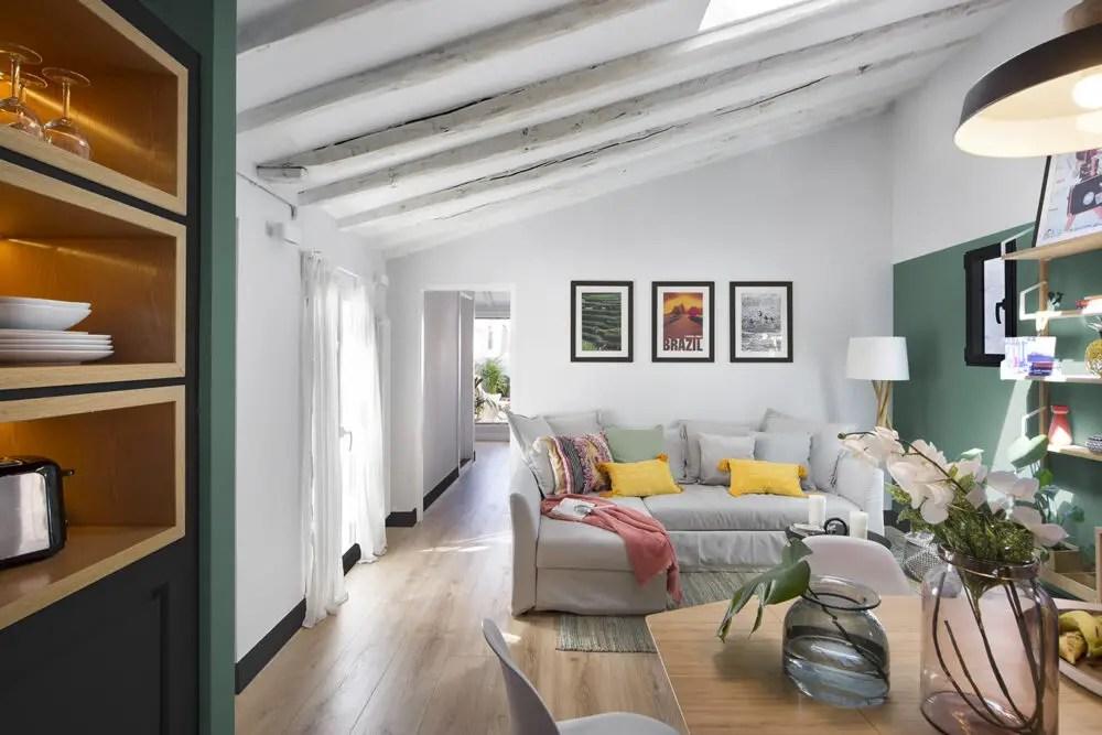Un appartement de 58m2 avec terrasse à la décoration colorée
