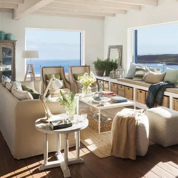 Une cheminée sur la terrasse et une vue sur la mer font de cette maison un endroit de rêve