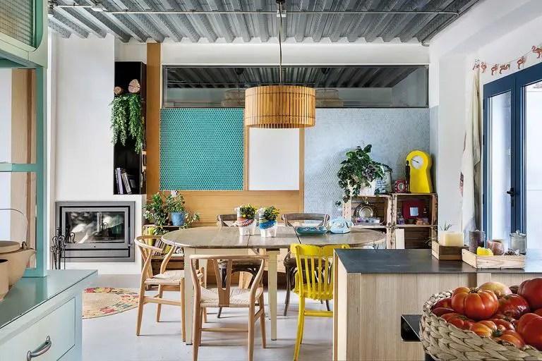 Cette maison préfabriquée et modulaire au design coloré est également écologique