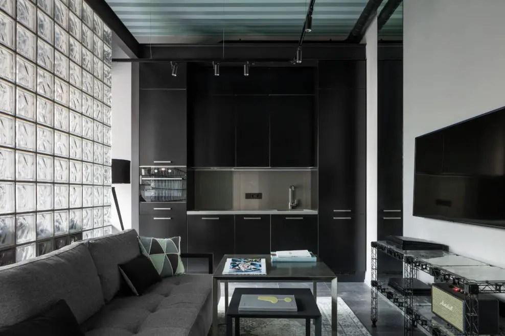 Salle de bain couleur néon dans un appartement design de 35m2