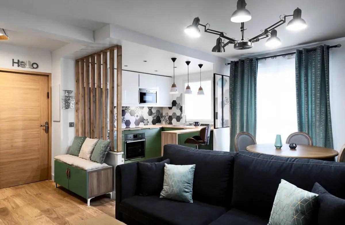 La rénovation d'un appartement de 55m2 près de Paris avec une décoration et des couleurs actuelles