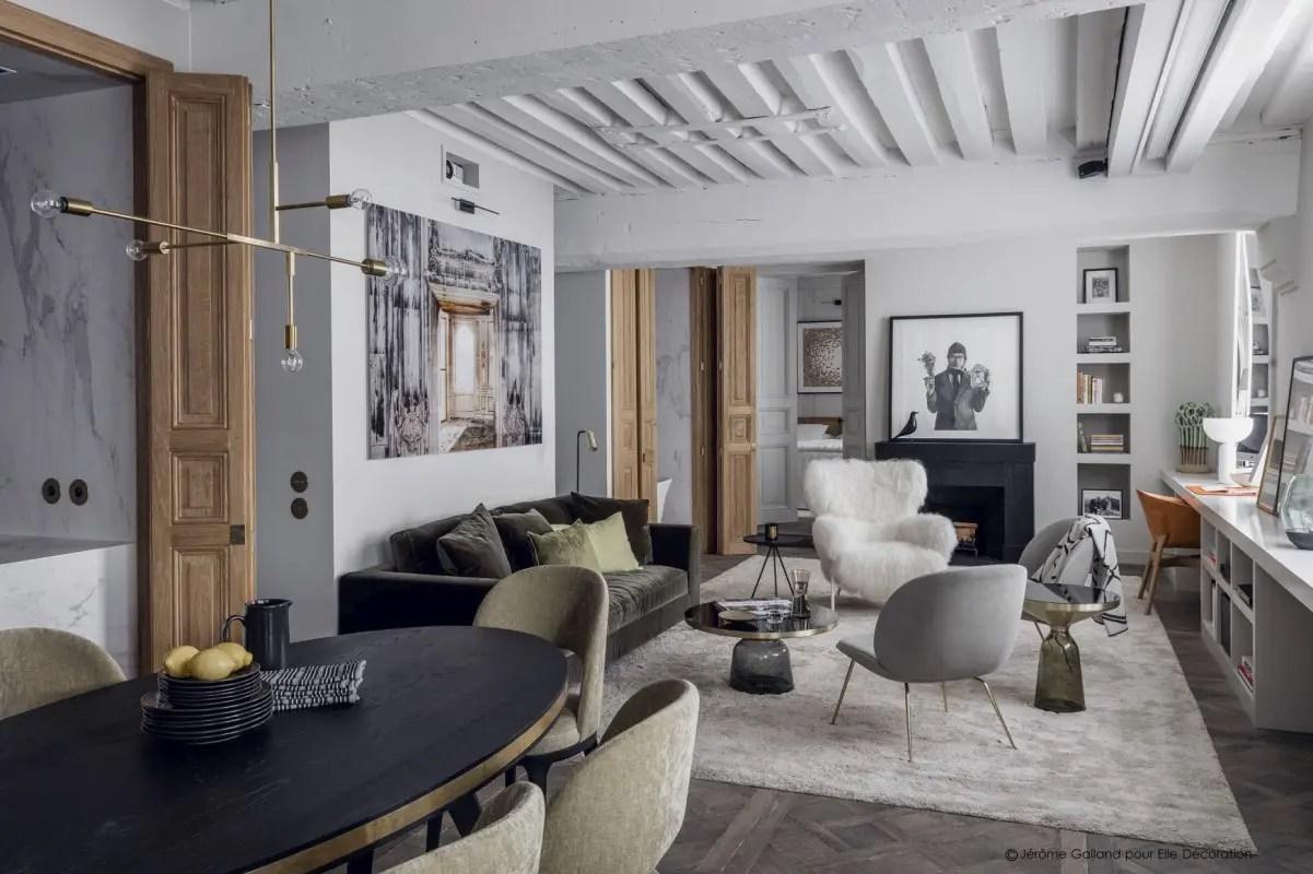 La rénovation en tons sobres d'un appartement à Paris