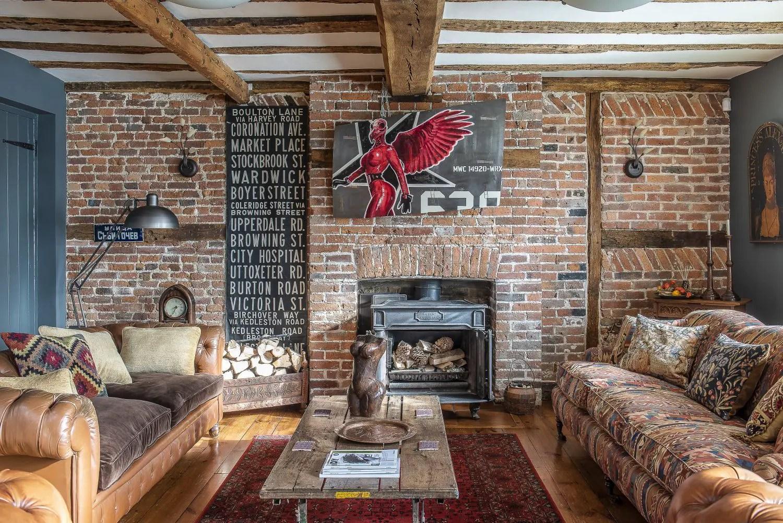 Rénovation au long cours pour une maison installée dans un ancien pub anglais - PLANETE DECO a homes world