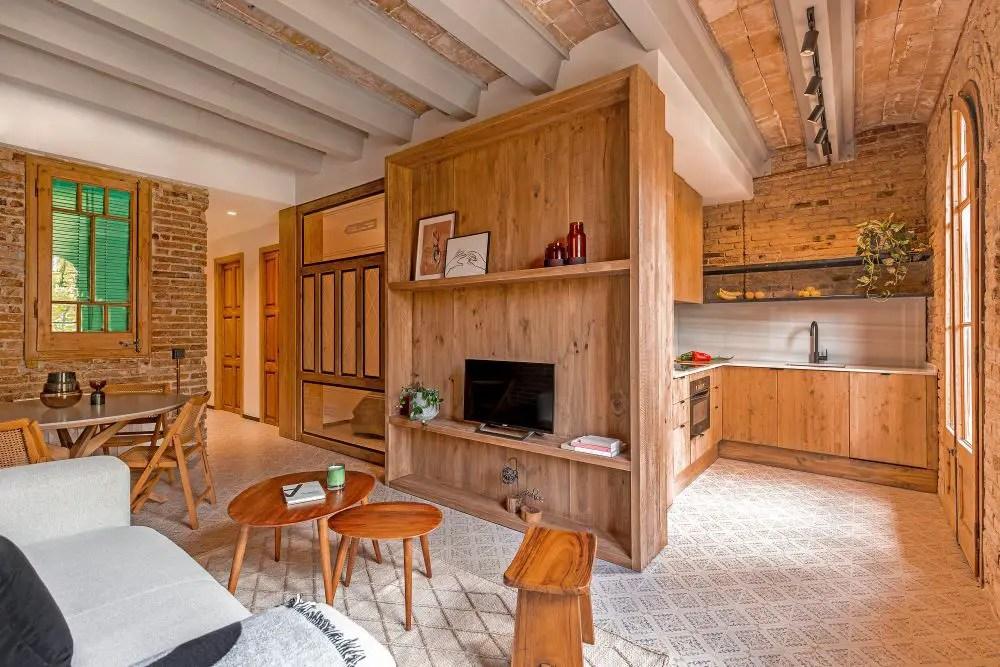 La rénovation d'un petit appartement en bois et briques à Barcelone - PLANETE DECO a homes world
