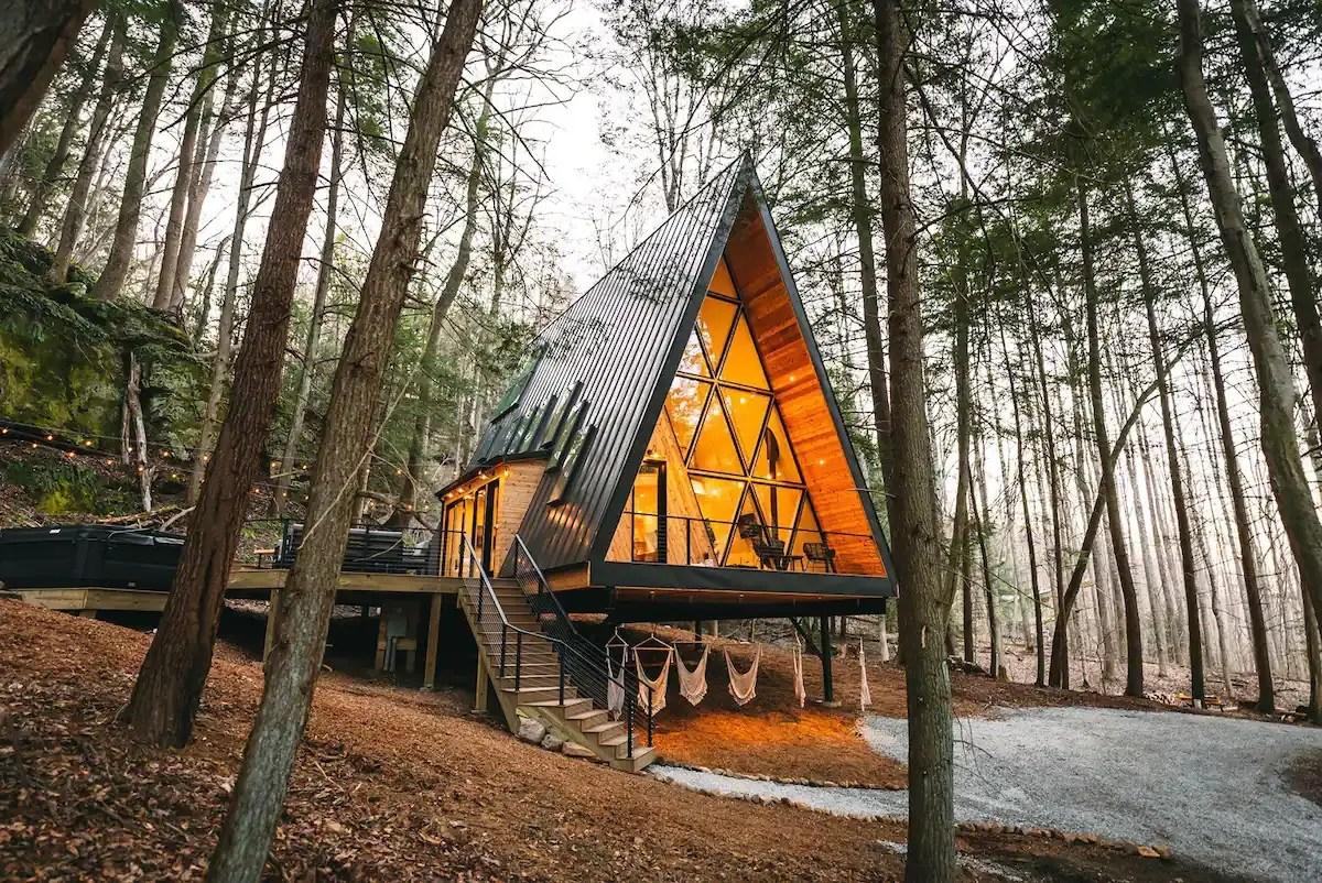 Une maison A Frame pour des vacances en forêt - PLANETE DECO a homes world