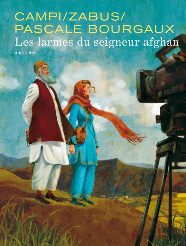 un homme et une femme devant une caméra