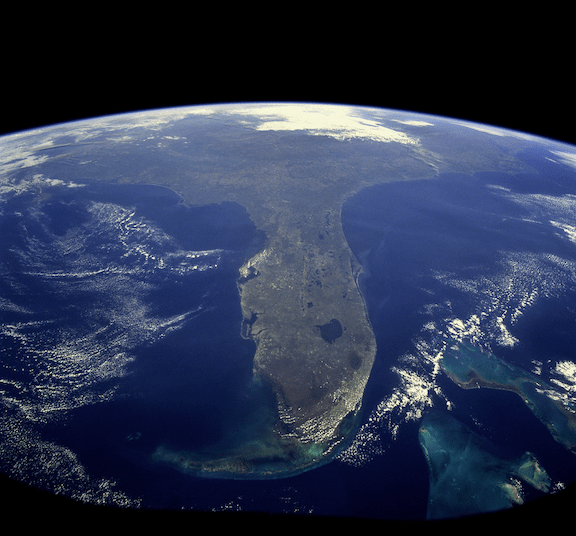 Atmospheric photograph of Florida, taken from NASA Shuttle Mission STS-95 on October 31, 1998. (Image: NASA)