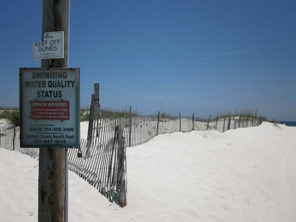 A beach health advisory warning (Photo: Creative Commons)