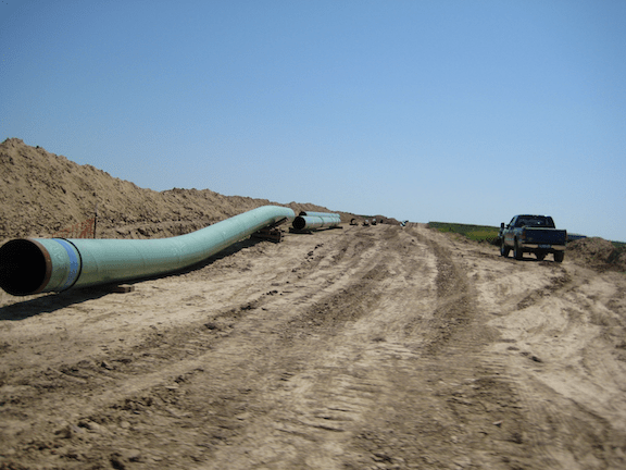 A 30-inch pipeline being prepared for the Keystone near Swanton, Nebraska in 2009 (Source: Creative Commons)