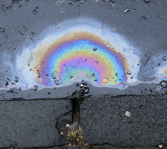 Diesel spilled on the street (Image: WikiMedia Commons)