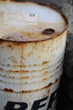 A rusty oil drum (Source: Flickr)