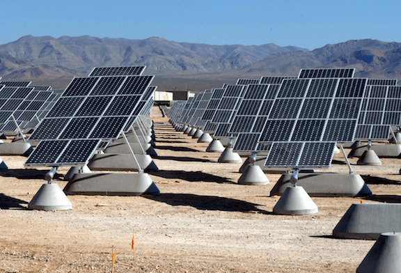 Solar power plant at Nellis Air Force Base, Clark County, Nevada (Image: WikiMedia Commons)