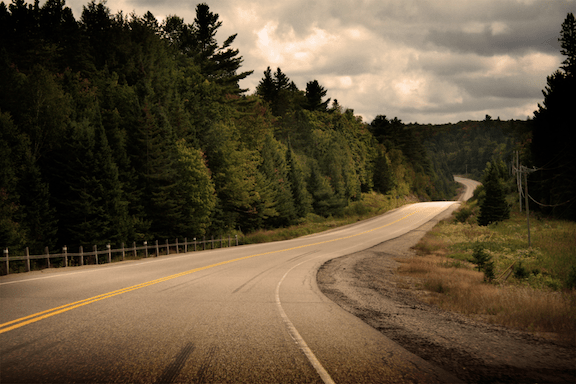 Highway 60 passing through Algonquin Park in Ontario. (Image Credit: Dimana Kolarova / WikiMedia Commons)