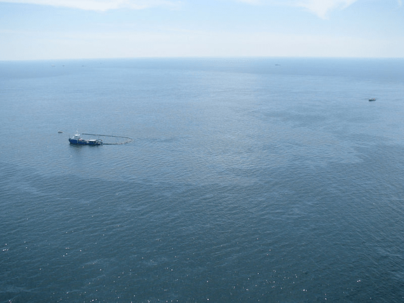 Response boats work to clean up oil where the Deepwater Horizon offshore oil rig sank on April 22, 2010. (Photo Credit: WikiMedia Commons)