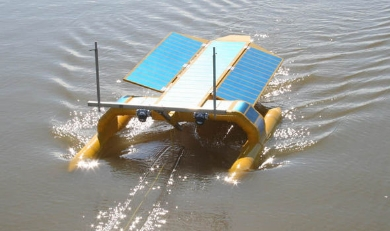 The solar-powered SeaVax. Image via 5 Gyres.