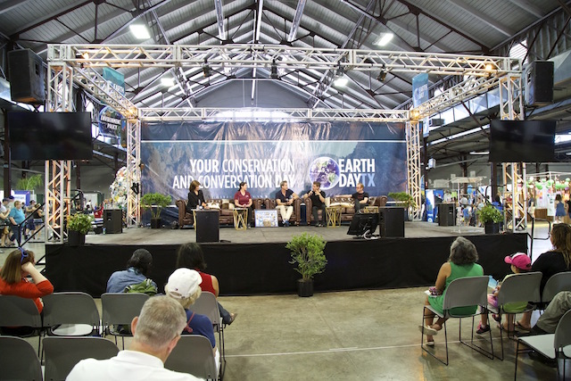 Planet Experts CEO & founder David Gardner hosting the ocean pollution panel at EDTx. (Photo Credit: Rick Baraff)