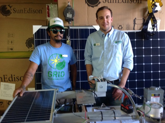 SolarCorps construction fellow, Ernesto Rochester (left). (Photo: Cameron Phillips)
