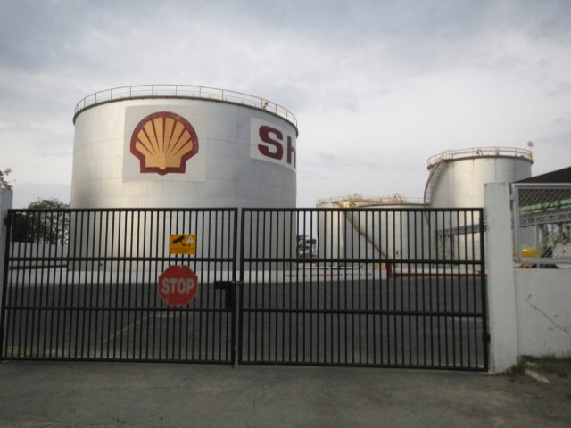 A Shell oil depot in the Philippines. (Photo Credit: Ramon F. Velasquez)