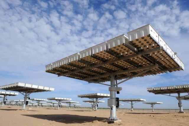 CPV (Concentrator Photovoltaic) modules on dual axis solar trackers in Golmud, China. (Photo Credit: Vinaykumar8687 / WikiMedia Commons)