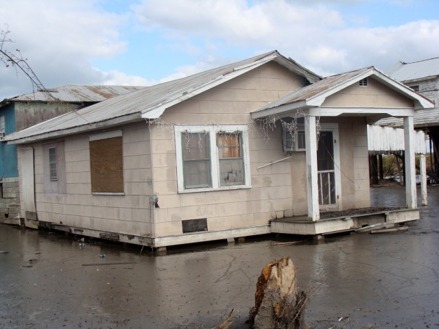 Flooded house on the Isle de Jean Charles. (Photo Credit: Karen Apricot / Flickr)