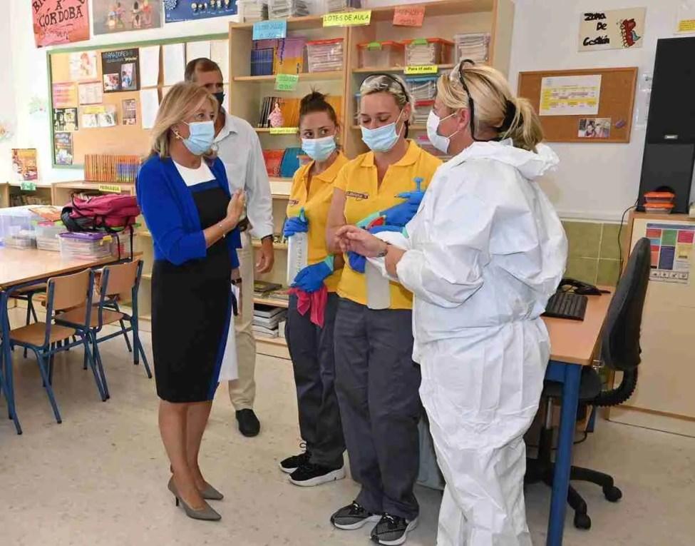 Mayor Munoz visits a school