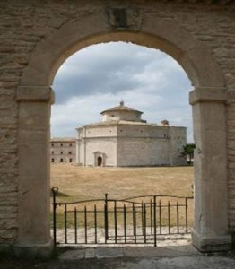 Santuario Macereto (fonte www.agriturismo-marche.it)