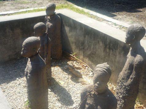 Monumento agli schiavi di fianco alla cattedrale anglicana di Stone Town