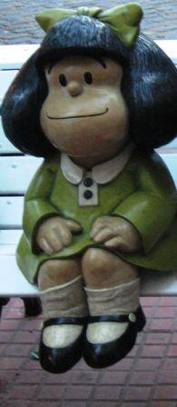 Mafalda, statua installata su di una panchina del quartiere San Telmo di Buenos Aires il 30 agosto 2009, opera dell'artista Pablo Irrgang.