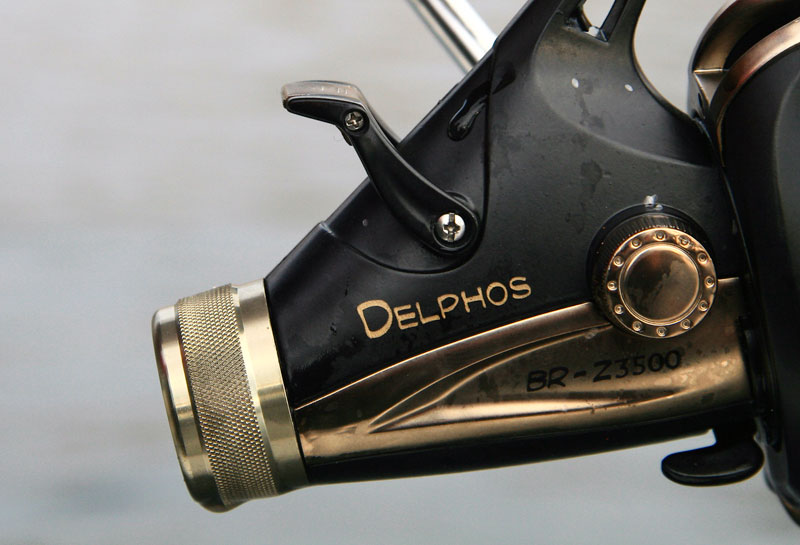 Grauvell Delphos BR-Z3500 fixed spool reel drag and free spool lever