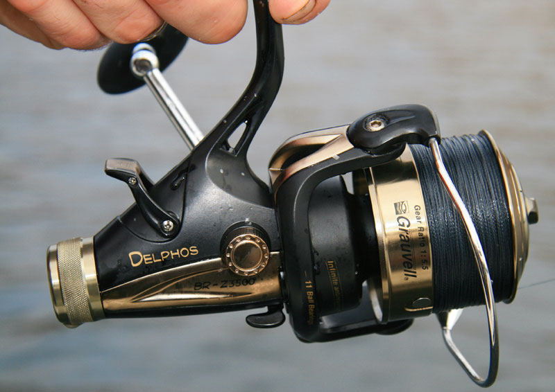 Grauvell Delphos BR-Z3500 fixed spool reel right side view