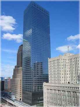 The new WTC 7 has a smaller footprint and environmentally friendly features. It was the starting point of reconstruction of the WTC complex. Photo from Wikimedia Commons.
