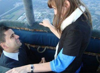 Una forma muy original de pedir la mano a tu amada puede ser en un paseo en globo.