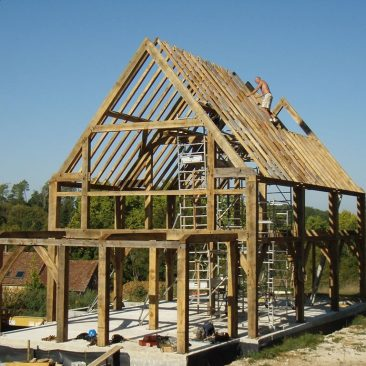 frame-with-rafters-construction-casestudy-oak-framed-newbuild-house-international-france.jpg