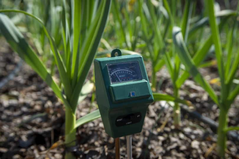 Agricultural meter to measure the moisture of the soil in a field