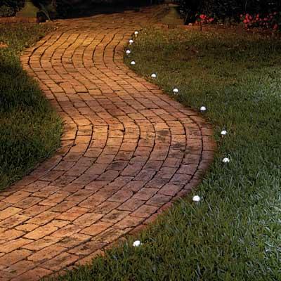 Iluminación en los jardines
