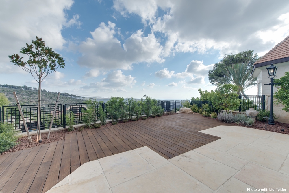 Outdoor entertaining area made with bamboo x-treme decking