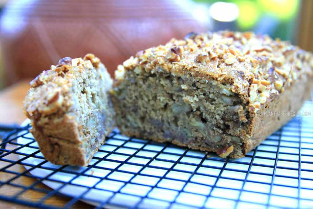 Vegan low fat banana bread, oil free.