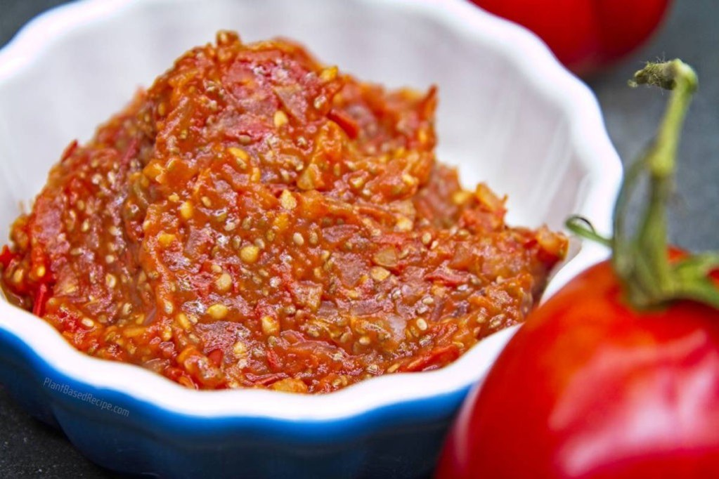 Tomato jam recipe using chia seeds to thicken.