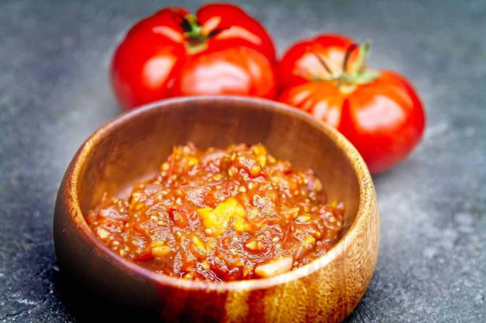 Tomato jam with goldenberries and chia seeds.